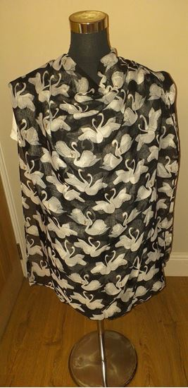 Picture of swan scarf