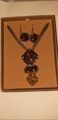 Picture of Brown necklace & earring set