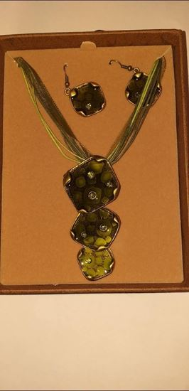 Picture of Green necklace & earring set