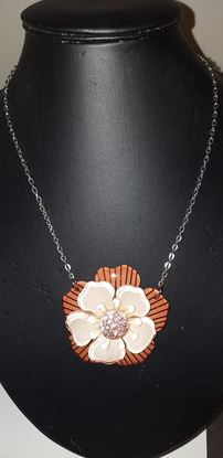 Picture of Acrylic flower necklace
