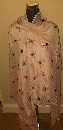 Picture of spider scarf