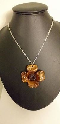 Picture of Brown flower pendant